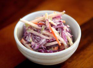 ¿Cómo hacer ensalada de col Americana (Coleslaw) paso a paso ?