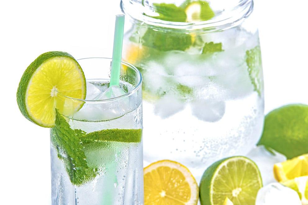 Agua con limón.