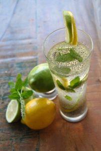 Cómo preparar agua de chía con limón para perder peso :