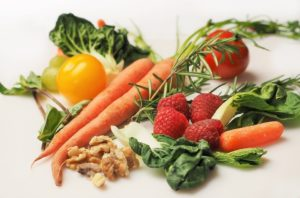 Cómo seguir una dieta antiinflamatoria para sentirte mejor